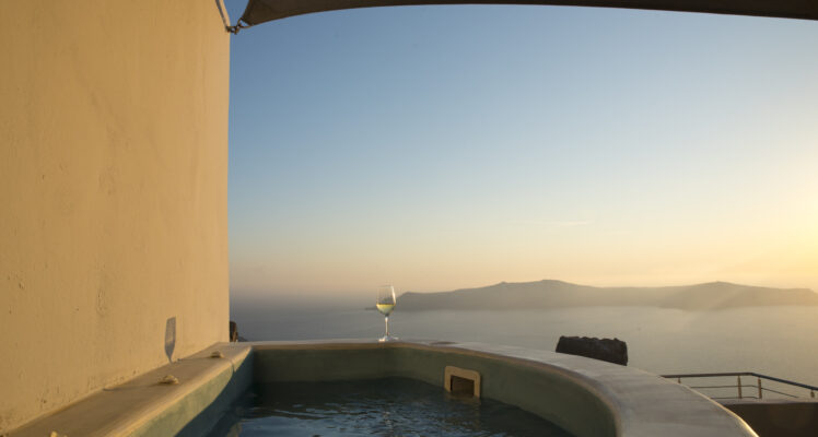 Honeymoon Cave Pool Suite with Caldera View
