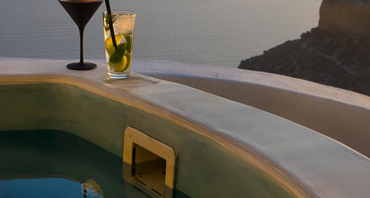Honeymoon Cave Pool Suite with Caldera View